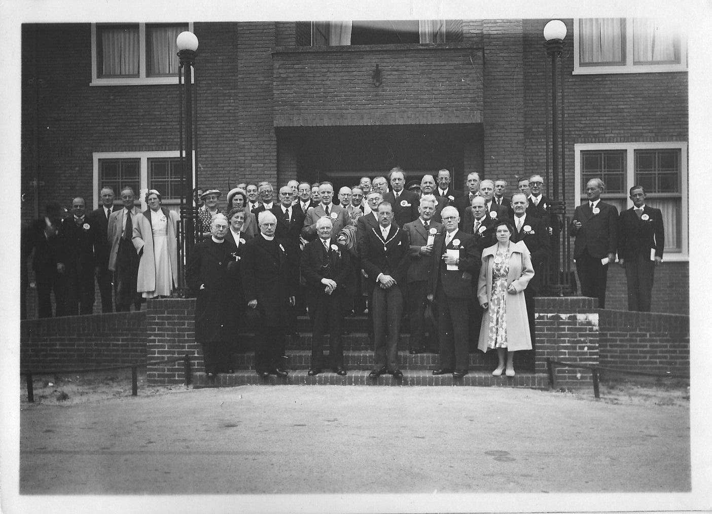 1950. Het eerste lustrum werd daarna ook officieel gevierd in tegenwoordigheid van burgemeester Kalf en de geestelijkheid.