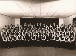 1974, het koor in uniforme kleding