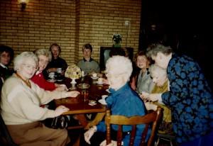 1990 Koffiepauze bij de repetitie in het Open