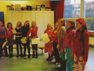 2007 De eerste repetities van het nieuwe kinderkoor[2]