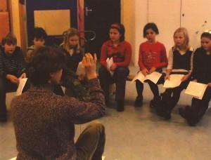 2007 De eerste repetities van het nieuwe kinderkoor[5]